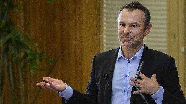 """Вакарчук попередив Зеленського після конфлікту в Золотому, мир під загрозою: """"Гнів завжди"""""""