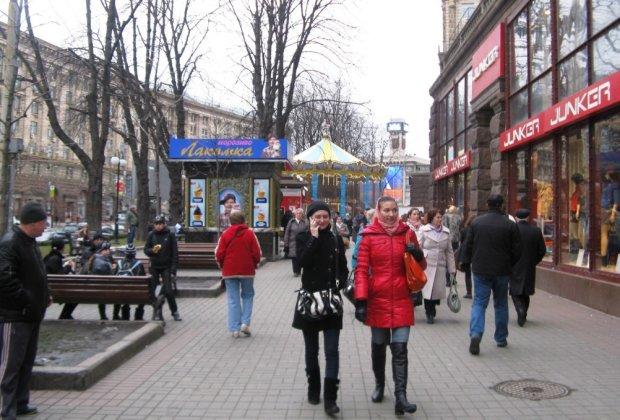 Лютий потужно вдарить по гаманцях українців: евробляхи, зв'язок, тарифи, валюта