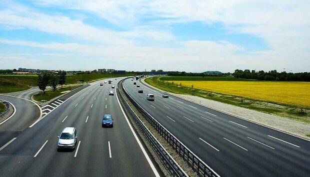 """Зеленський будує нову дорогу під Харковом, люди чекали десятиліттями: """"Це вирішить багато проблем"""""""