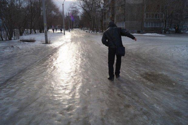 Как не упасть на скользкой дороге и оказать первую помощь зимой: инструкция от врачей и спасателей