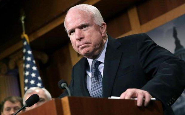 Маккейн напомнил миру о двух главных угрозах
