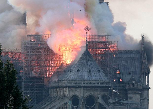 Собор Паризької Богоматері обрушиться в будь-яку секунду: країна завмерла на порозі нової небезпеки