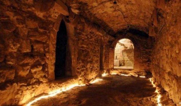 У Житомирі посеред міста знайшли підземний тунель