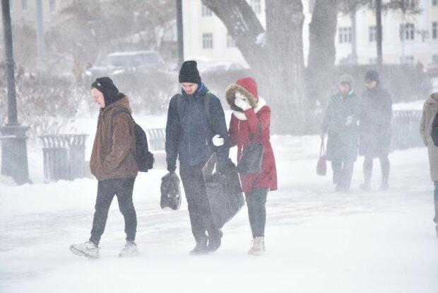 """""""Прихоти"""" Зеленского цинично бьют по обычным украинцам - блогер показал жизнь, как она есть"""