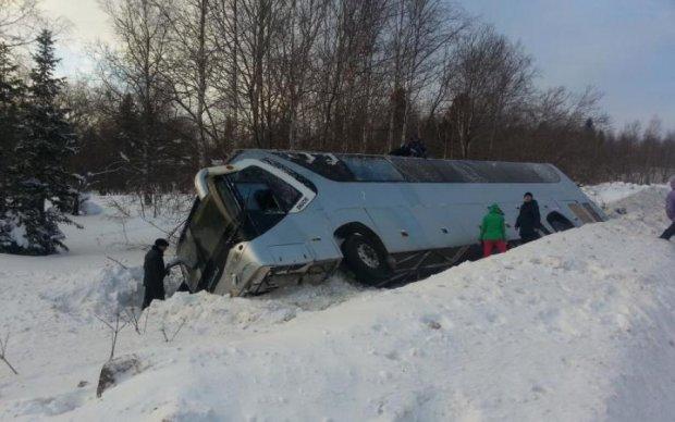 Жуткое ДТП на Донбассе: перевернулся автобус с детьми