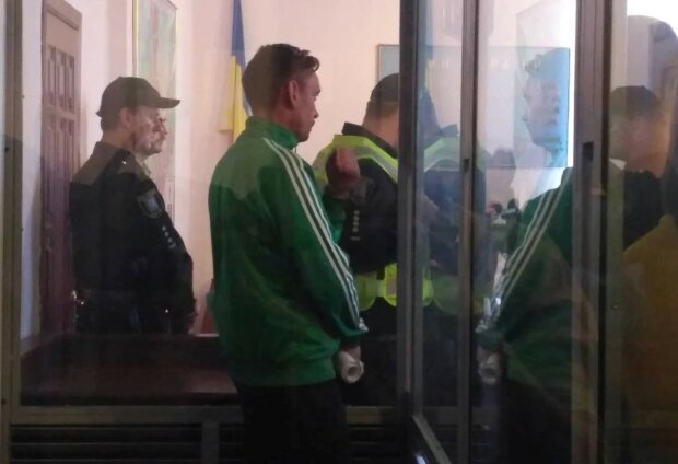 Мінер мосту Метро в Києві отримав 6 років в'язниці: подробиці із зали суду
