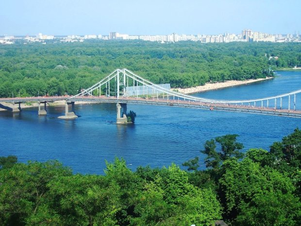 Днепр убивают: обвалятся мосты, вымрет рыба, а река превратится в зловонную яму