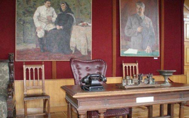 """Все в худших традициях: в украинской школе обнаружили """"империю зла"""""""