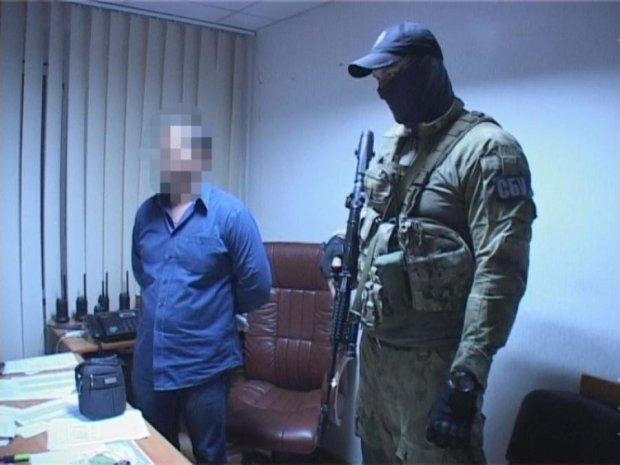 СБУ задержала на горячем копов-взяточников (видео)