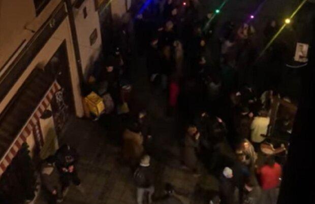 Львовяне нарушают траур, кадр из видео Светлана Голдинова: Facebook Варта1