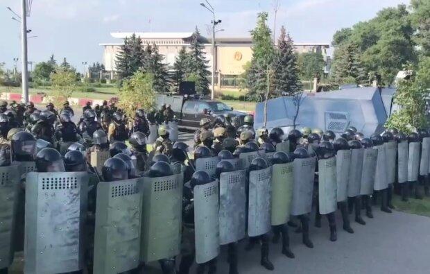 Массовые акции продолжаются в Беларуси, протестующие подошли к резиденции Лукашенко