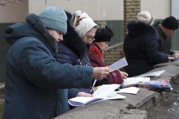 """Штрафи, борги та абонплата: українці в 2019 році з власної кишені оплатять комунальні """"перемоги"""""""
