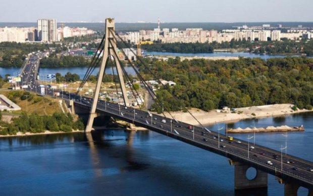 """Бойовик з Донбасу """"замінував"""" Московський міст"""