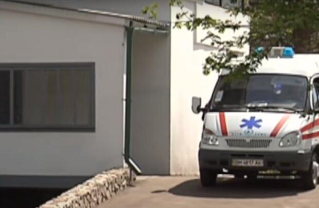 Просят милостыню на зарплату – на Тернопольщине закрыли больницу, а медиков заставили побираться