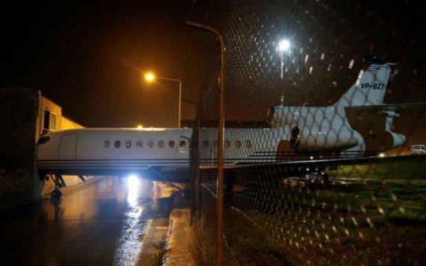 Стихія змусила літак протаранити стіну: відео