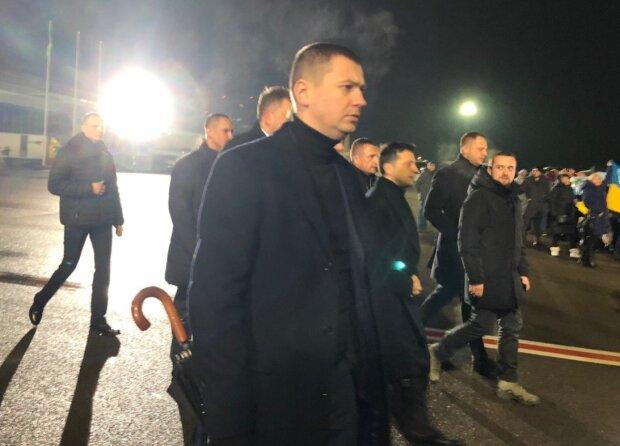 Зеленський терміново повертається до України з Оману через падіння літака МАУ