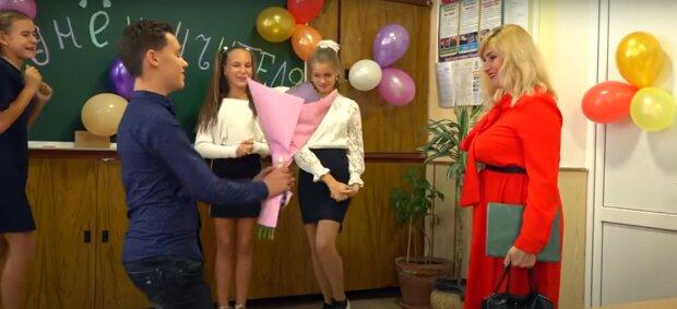 Привітання із Днем учителя у СМСках, скрін -  YouTube
