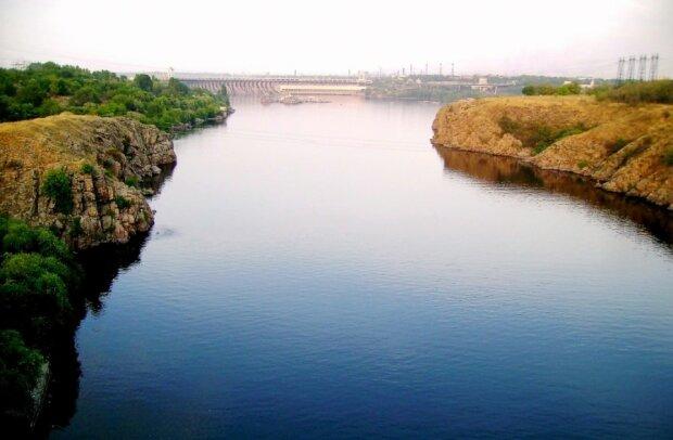 Драйвер із Запоріжжя показав, що приховують води Дніпра, дух захоплює: унікальне відео