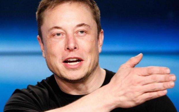 Ілон Маск придумав, як підняти Tesla з колін
