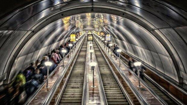 Планируйте новый маршрут: в Киеве неожиданно закрыли на вход одну из станций метро
