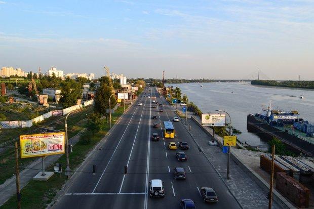 Киев не прекращает поражать: сказочный дракон вышел из глубин Днепра, фото