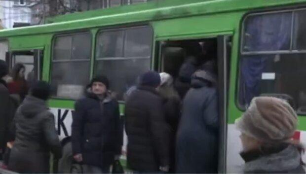"""У Тернополі маршрутник зухвало нахамив дідусеві, вуха в'януть: """"Ти що, безсмертний?"""""""
