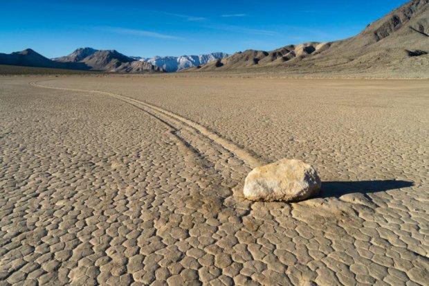 Тайна движущихся камней: жуткая история Долины смерти