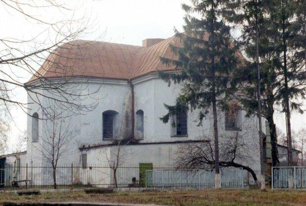 Пам'ять за копійки: на Львівщині пустили з молотка стародавній костел