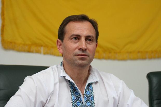 """Соратник Томенка показав """"господарський талант"""" Кличка на всю Україну: суцільна яма замість дороги, насмішка над киянами"""