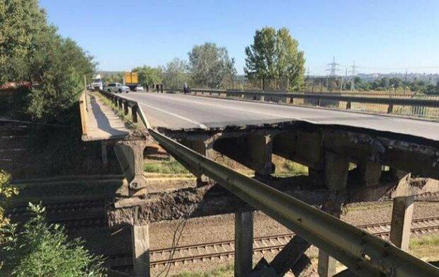 """Под Одессой неожиданно """"устал"""" еще один мост: не смог пережить ливень"""