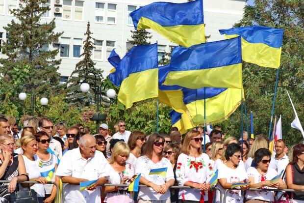 """Главное за ночь: День независимости Украины, ДТП с тещей Притулы, подарок от Зеленского и бум """"евроблях"""""""