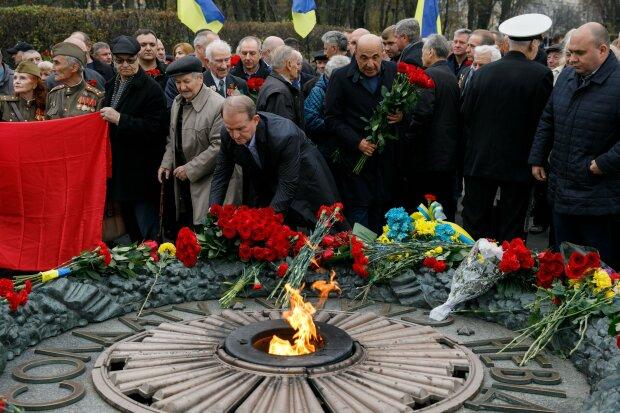 Медведчук поздравил ветеранов с 75-летием освобождения Украины
