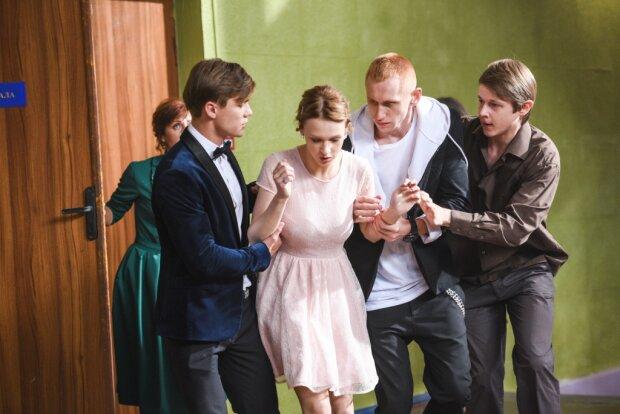"""Що приховують підлітки: молодіжний трилер """"Перші ластівки"""" допоможе батькам краще зрозуміти своїх дітей"""