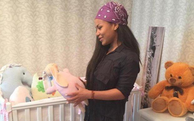Гайтана впервые показала, на кого похожа дочь