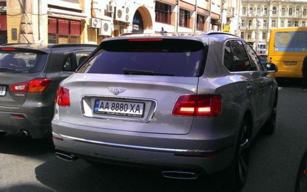 Елітна аварія в Києві: стало відомо, хто був за кермом Bentley