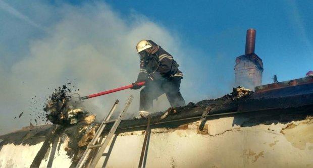 В Киеве масштабный пожар: спасатели бессильны - руководство не дало разрешение, видео