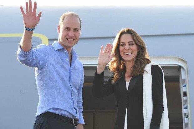 Самолет Кейт Миддлтон и принца Уильяма попал в ужасный шторм и не смог приземлиться: видео