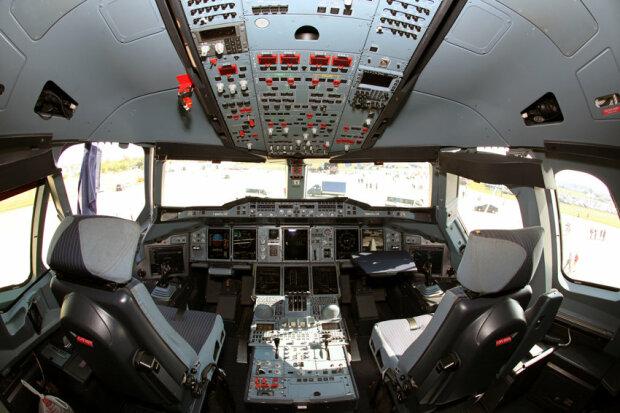 Замість пілота за штурвал літака сів пасажир: історія вже облетіла ввесь світ