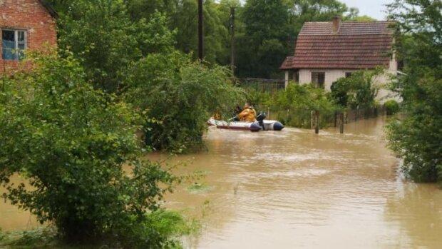 Наводнение на Прикарпатья смыло с лица земли 90 мостов и тысячи домов - чаша человеческого горя переполнена