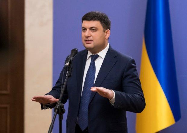 Гройсман, где дороги: украинцы показали премьеру самые живописные ямы Украины