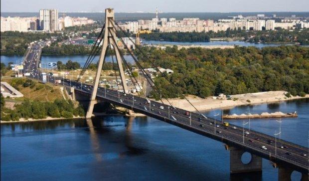 Завтра в Києві перекриють Московський міст
