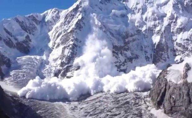 Лавина у Альпах: з'явилися фото з курорту Тіньєз