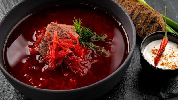 """Насичено-червоний, аж хочеться: як приготувати """"рубіновий"""" борщ"""