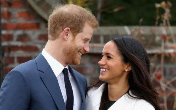 """Довгоочікуване поповнення: принц Гаррі та Меган Маркл показали """"спадкоємця"""""""
