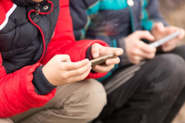 Отримай відповідь: як гаджети впливають на здоров'я дітей