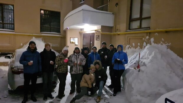 Львовяне самостоятельно расчищают снег, фото с фейсбук