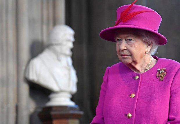 Племянница королевы Елизаветы II ошарашила образом на модном шоу