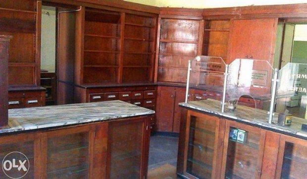 В інтернеті розпродають меблі старовинної львівської аптеки, яким понад 100 років