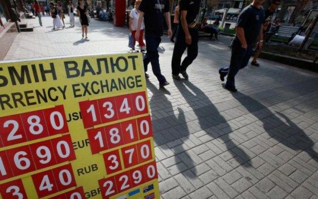 Курс валют на 12 квітня: долар прийняв поразку
