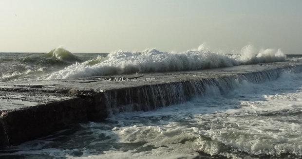 В Одесі море затягло і понівечило дівчину: тіло не можуть впізнати